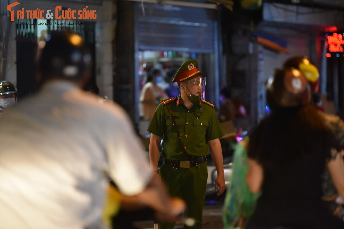 "Hang do choi Trung Thu pho co Ha Noi ""nua kin nua ho"" ban cho khach-Hinh-8"