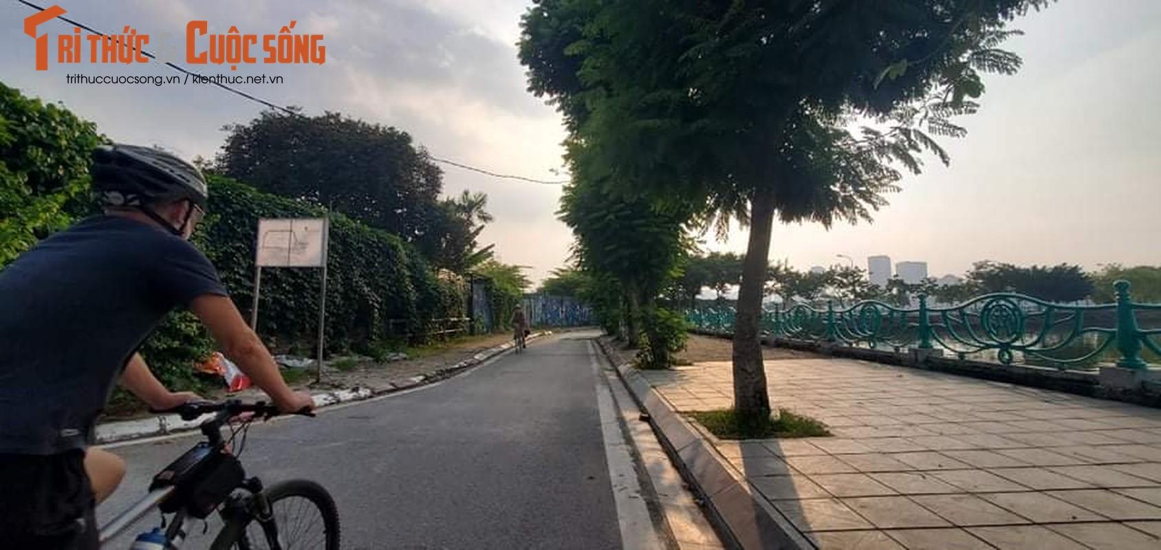 Cho tap the duc, nguoi dan van phai chui rao khi di quanh Ho Tay-Hinh-11