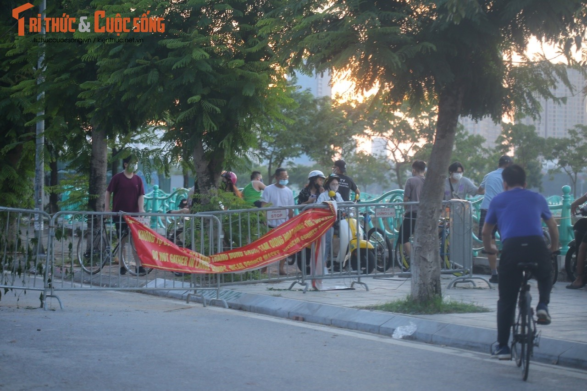 Cho tap the duc, nguoi dan van phai chui rao khi di quanh Ho Tay-Hinh-3