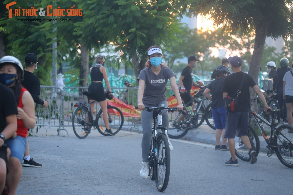 Cho tap the duc, nguoi dan van phai chui rao khi di quanh Ho Tay-Hinh-5