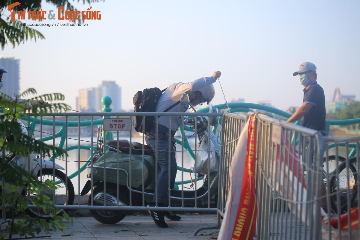 Cho tap the duc, nguoi dan van phai chui rao khi di quanh Ho Tay-Hinh-7