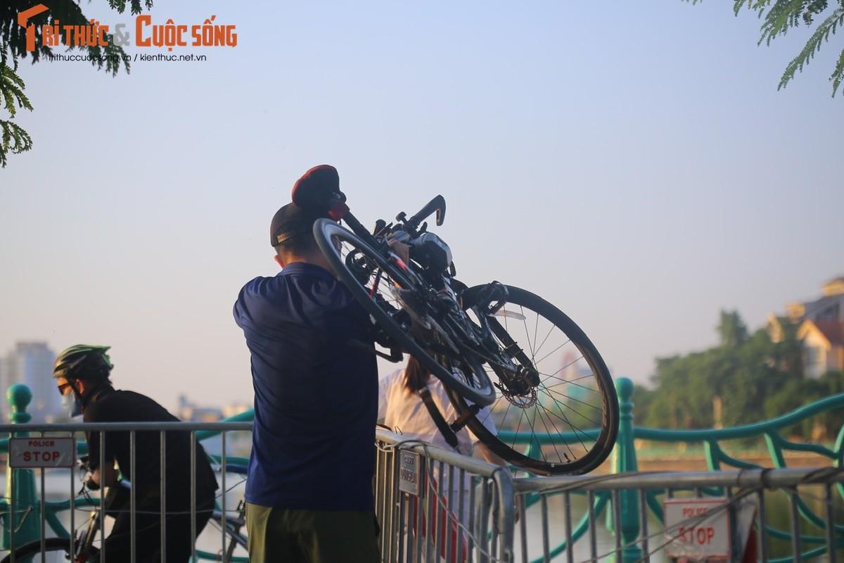 Cho tap the duc, nguoi dan van phai chui rao khi di quanh Ho Tay-Hinh-8