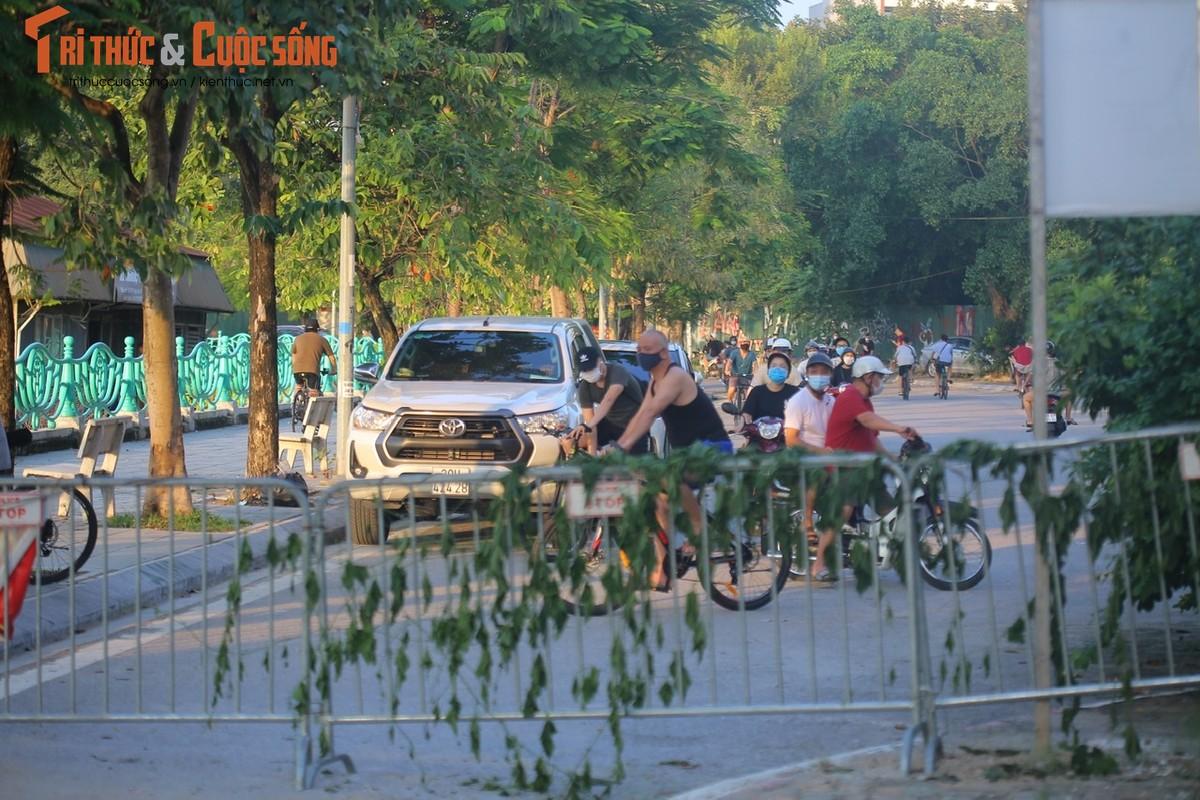 Cho tap the duc, nguoi dan van phai chui rao khi di quanh Ho Tay