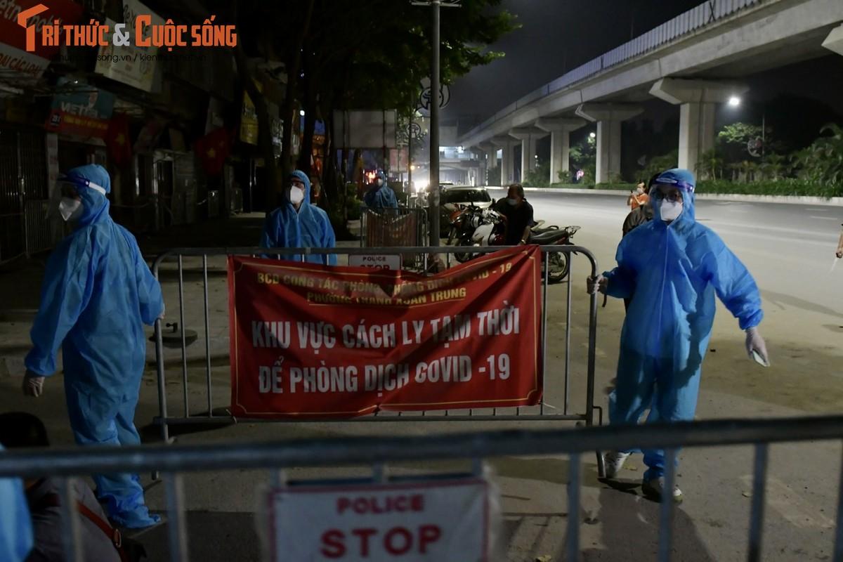 Ha Noi: Dan vui mung khi TP go phong toa o dich 328 Nguyen Trai-Hinh-3