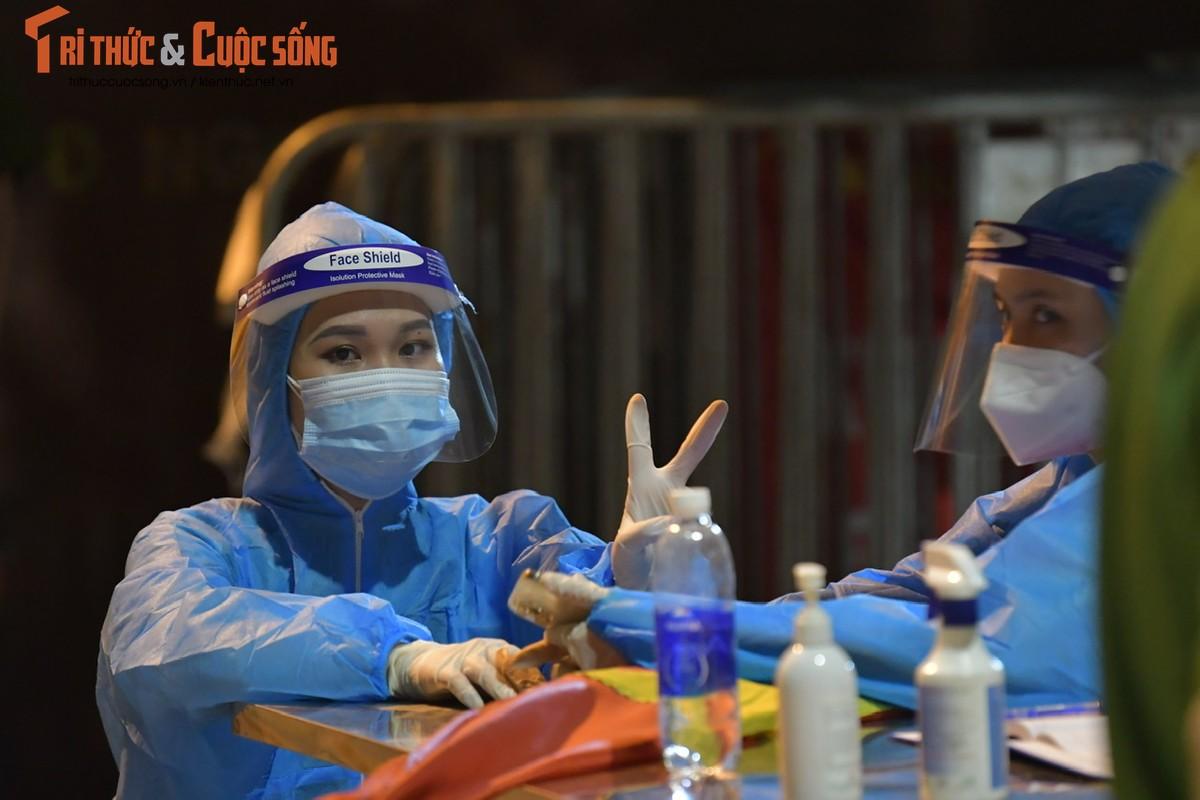Ha Noi: Dan vui mung khi TP go phong toa o dich 328 Nguyen Trai-Hinh-4