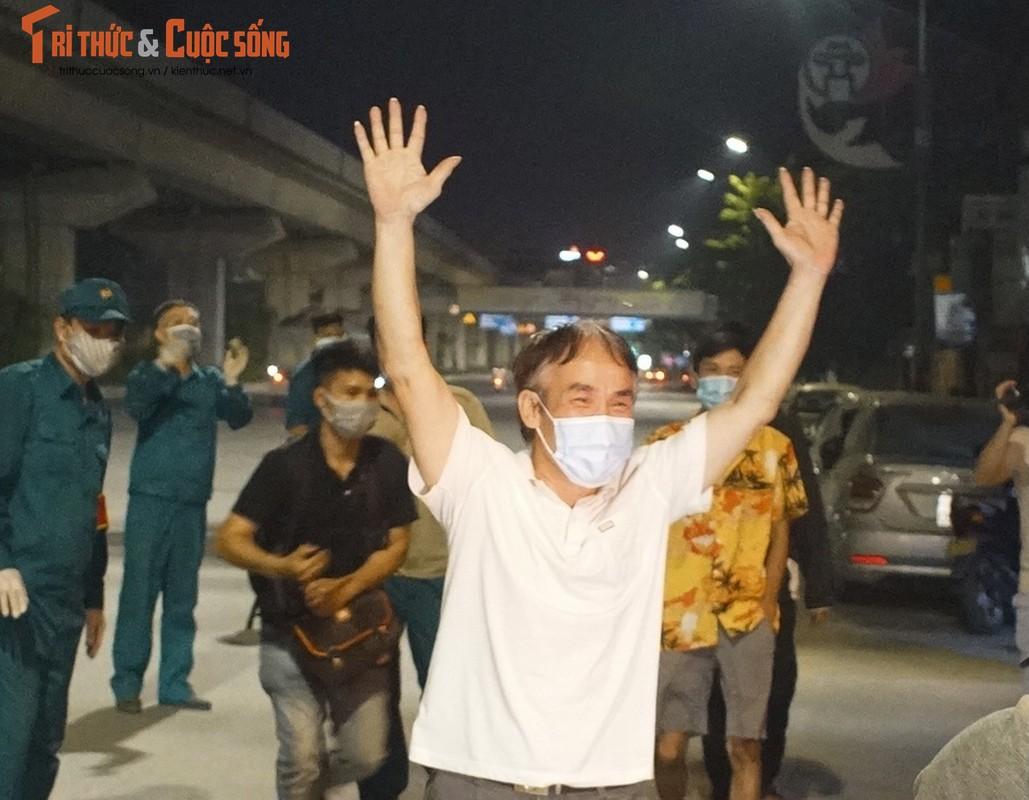 Ha Noi: Dan vui mung khi TP go phong toa o dich 328 Nguyen Trai-Hinh-9