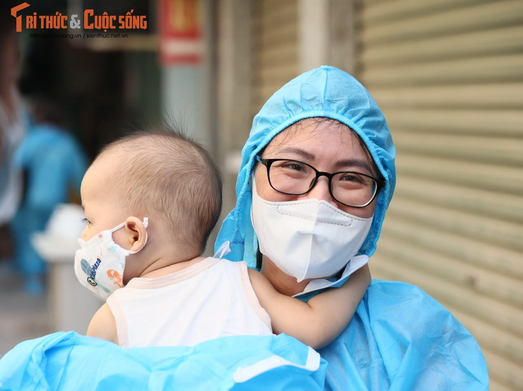 Nguoi dan o dich Thanh Xuan Trung vui mung tu tay… go niem phong nha-Hinh-9