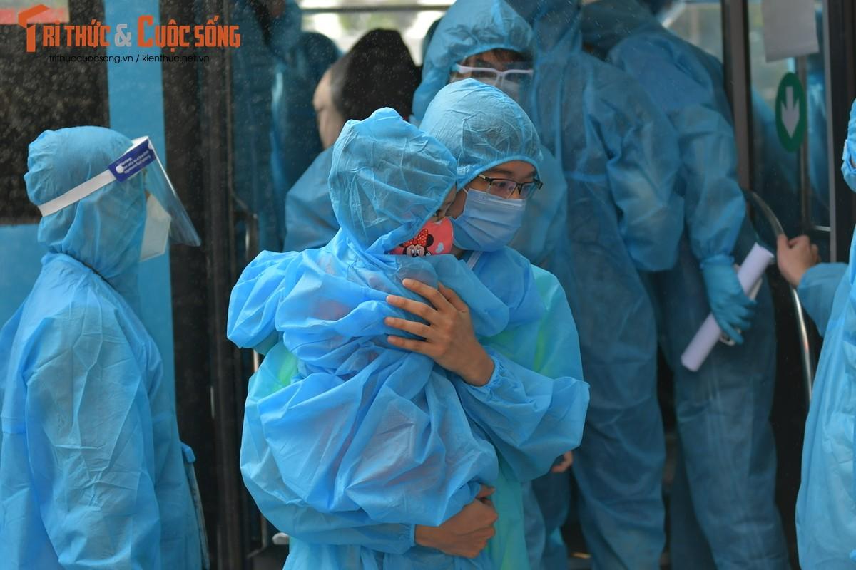 Nguoi dan o dich Thanh Xuan Trung vui mung tu tay… go niem phong nha