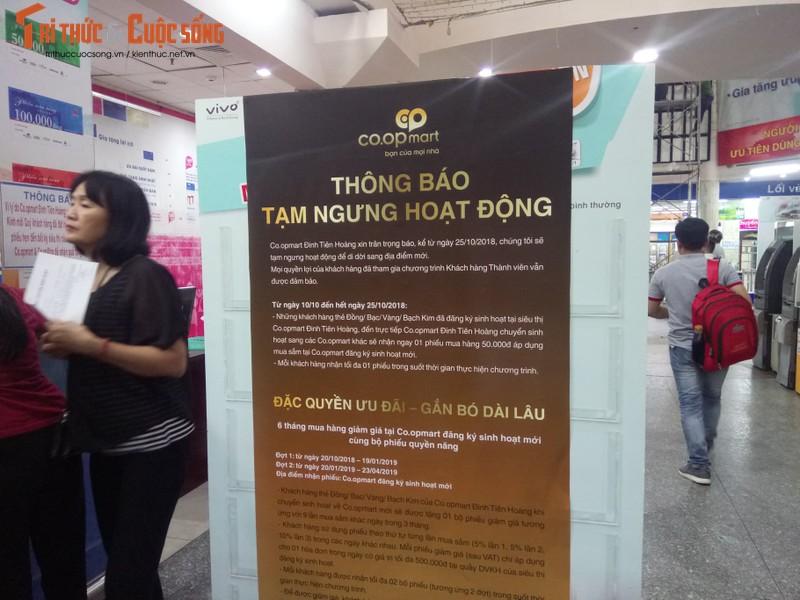 Khach ngo ngang truoc tin Co.opmart Dinh Tien Hoang dong cua-Hinh-2