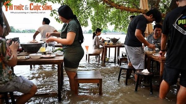 Thai Lan: Nha hang ngap nuoc, khach xan quan dung an!