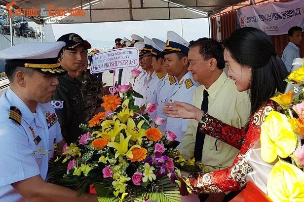 Tau khu truc cua hai quan Han Quoc tham Da Nang-Hinh-2