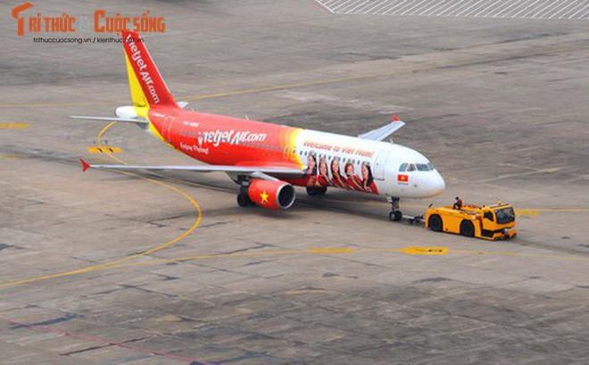 May bay VietJet Air ha canh nham duong bang tai Cam Ranh