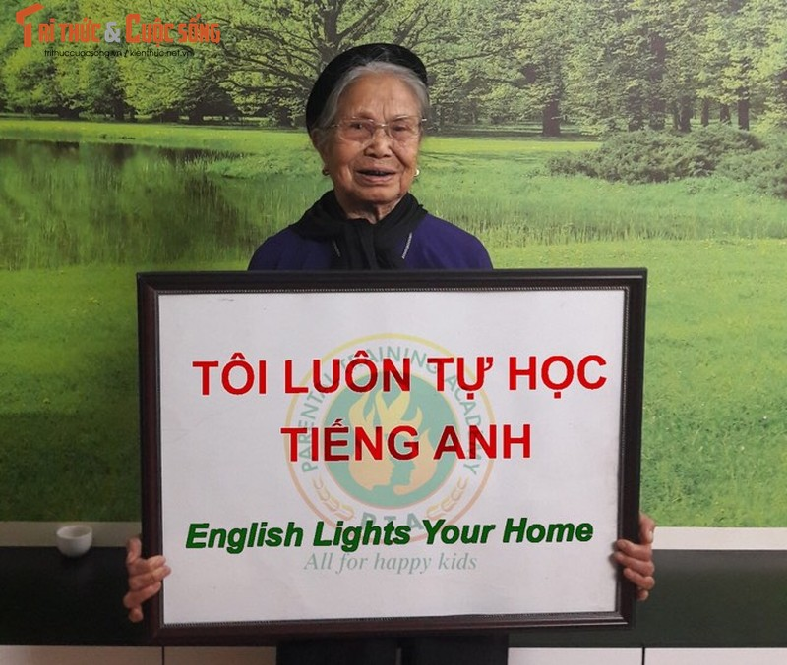 Hoc vien 70 tuoi tai lop hoc tieng Anh mien phi tai Ha Noi-Hinh-3