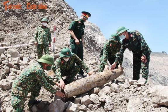 Can canh cong binh xu ly qua bom nang gan 230kg-Hinh-10