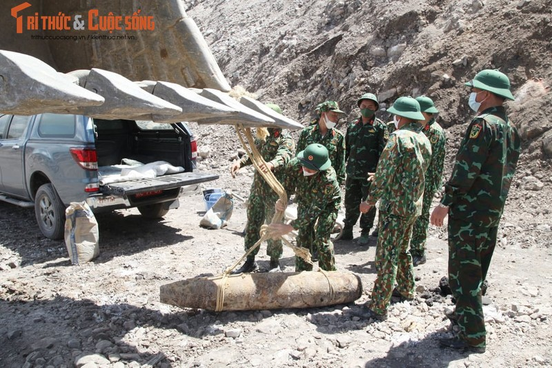 Can canh cong binh xu ly qua bom nang gan 230kg-Hinh-8