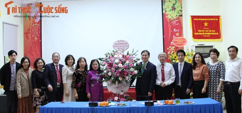 Chu tich VUSTA, TSKH Phan Xuan Dung tham, chuc mung Tong hoi Y hoc Viet Nam va Hoi Dong y Viet Nam