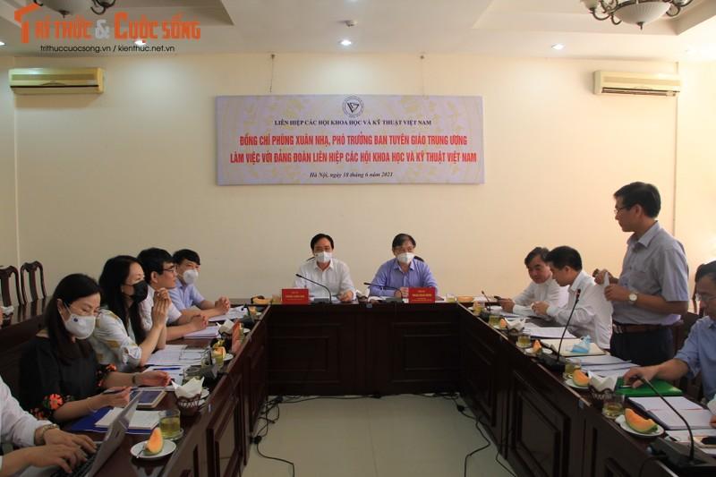 Pho Truong Ban Tuyen giao Trung uong Phung Xuan Nha lam viec voi VUSTA