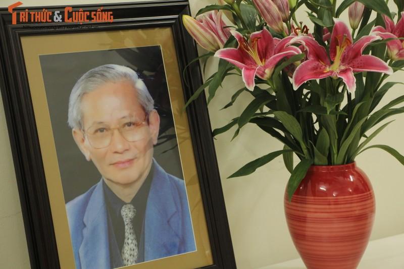 Hoi Khoa hoc Lich su Viet Nam tiep nhan anh chan dung GS, NGND Phan Huy Le-Hinh-2