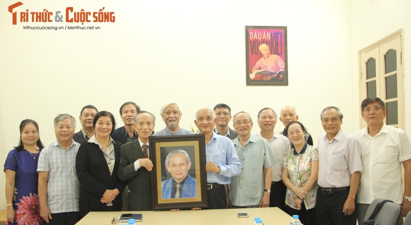 Hoi Khoa hoc Lich su Viet Nam tiep nhan anh chan dung GS, NGND Phan Huy Le