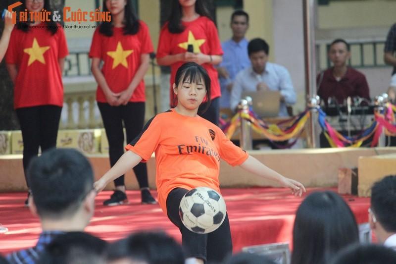 "Co gai ""ty do"" Tran Uyen Phuong giao luu voi hoc sinh THPT Ha Noi-Hinh-2"