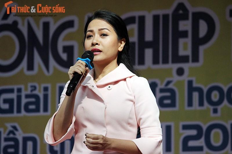 "Co gai ""ty do"" Tran Uyen Phuong giao luu voi hoc sinh THPT Ha Noi-Hinh-5"
