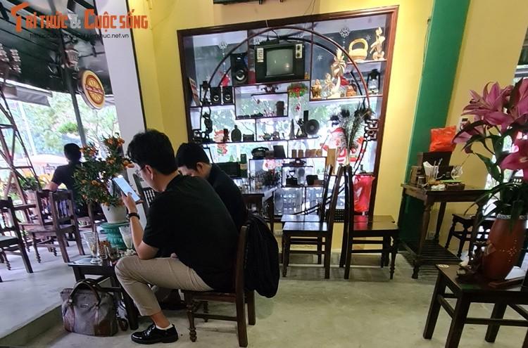 """Ha Noi: Nhieu quan cafe """"phot lo"""" chi dao phong dich COVID-19, ngang nhien hoat dong-Hinh-2"""