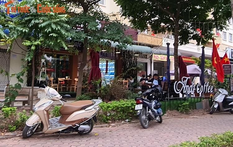 """Ha Noi: Nhieu quan cafe """"phot lo"""" chi dao phong dich COVID-19, ngang nhien hoat dong-Hinh-3"""
