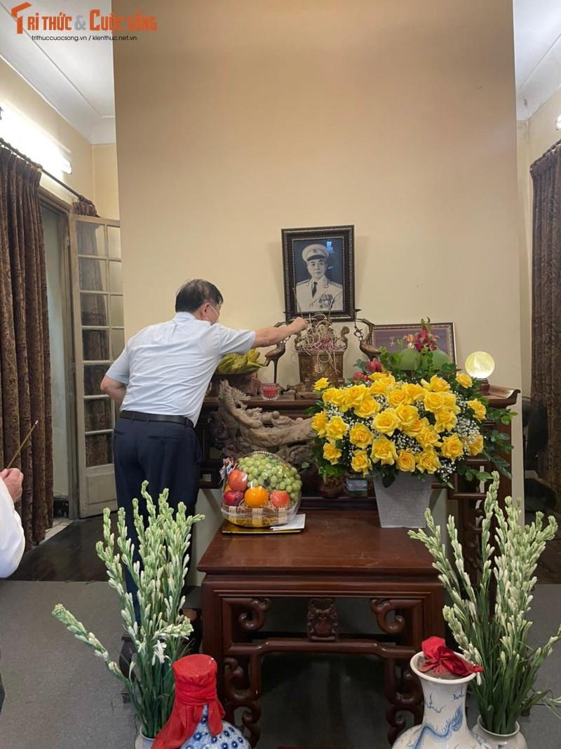 Chu tich VUSTA Phan Xuan Dung dang huong tuong nho Dai tuong Vo Nguyen Giap-Hinh-2