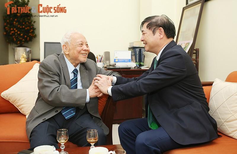 """Chu tich Phan Xuan Dung tham, chuc Tet... dam dao """"the su"""" voi cac nha khoa hoc lao thanh-Hinh-2"""