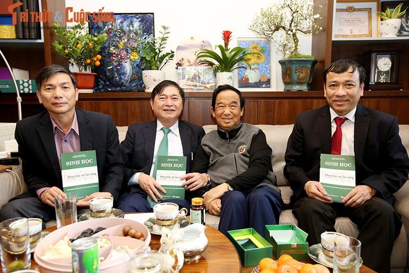 """Chu tich Phan Xuan Dung tham, chuc Tet... dam dao """"the su"""" voi cac nha khoa hoc lao thanh-Hinh-3"""