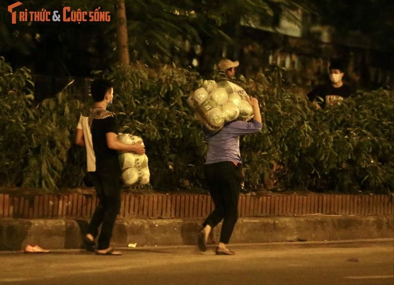 Cho Long Bien bi phong toa, tieu thuong nhon nhip hop cho… giua duong-Hinh-10