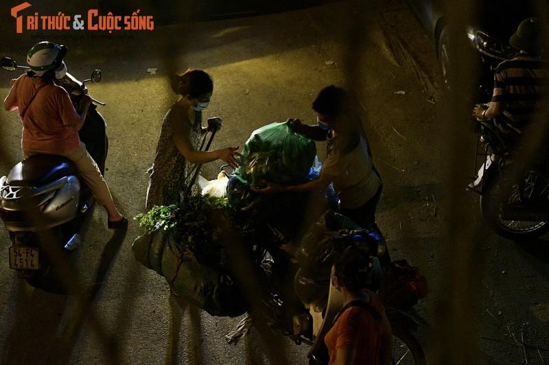 Cho Long Bien bi phong toa, tieu thuong nhon nhip hop cho… giua duong-Hinh-5